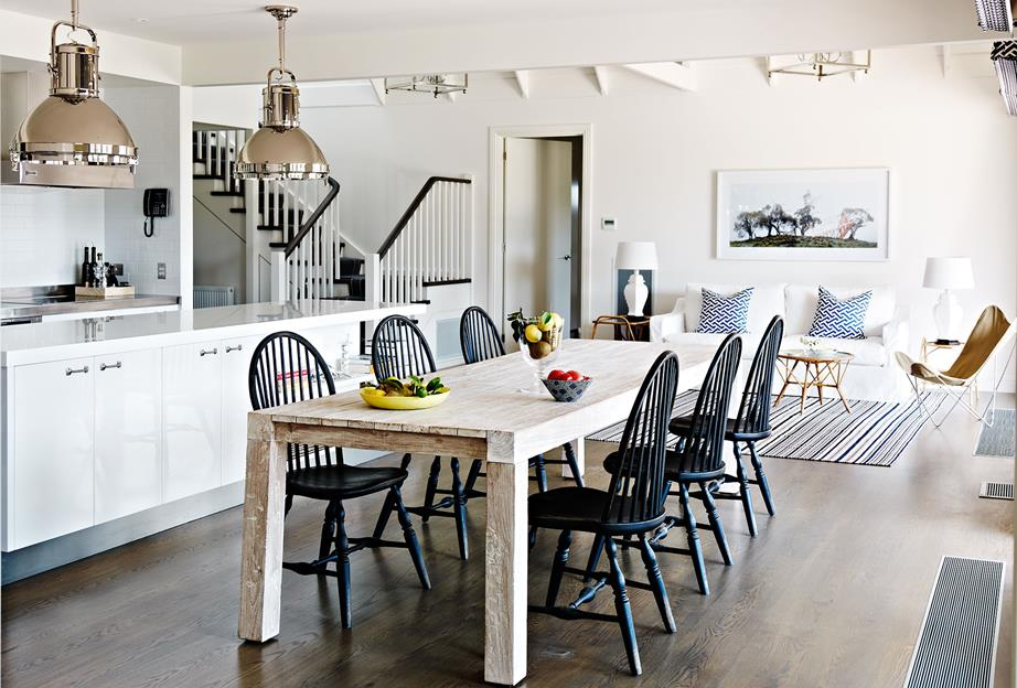Hamptons Style Dining area with long wooden dining tabel and accented wooden skirtings